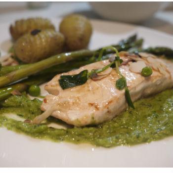 Recette saumon poele aux legumes puree de petits pois, asperges et pommes de terre a la suedoise. Recette sur 3coups2fourchette